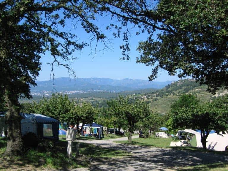 Camping Les Charmilles staanplaatsen 768x576