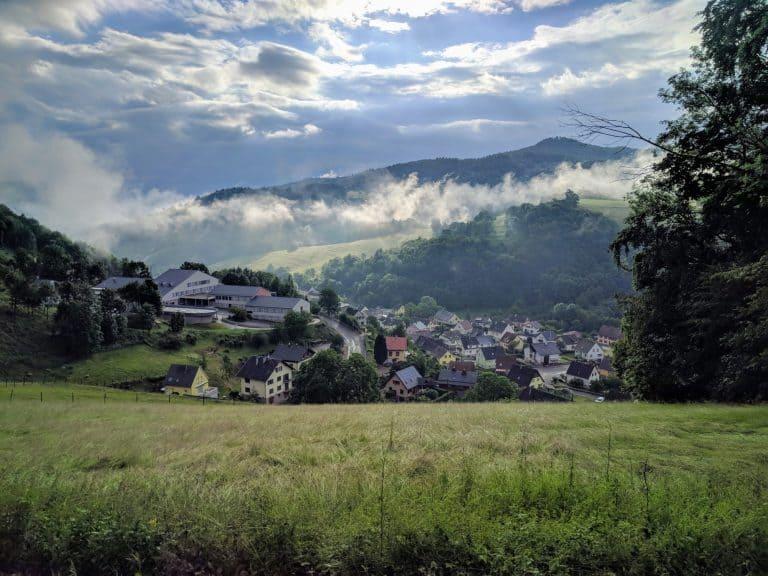 Camping Municipal Lefébure uitzicht op Orbey 768x576