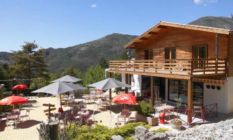 Camping Les Collines de Castellane terras 768x461