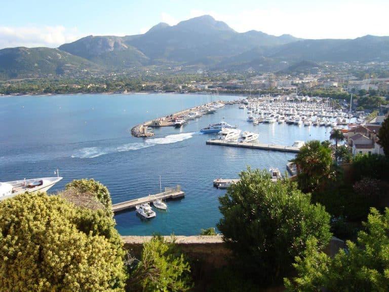 Camping International in Calvi op Corsica Calvi jachthaven 768x576