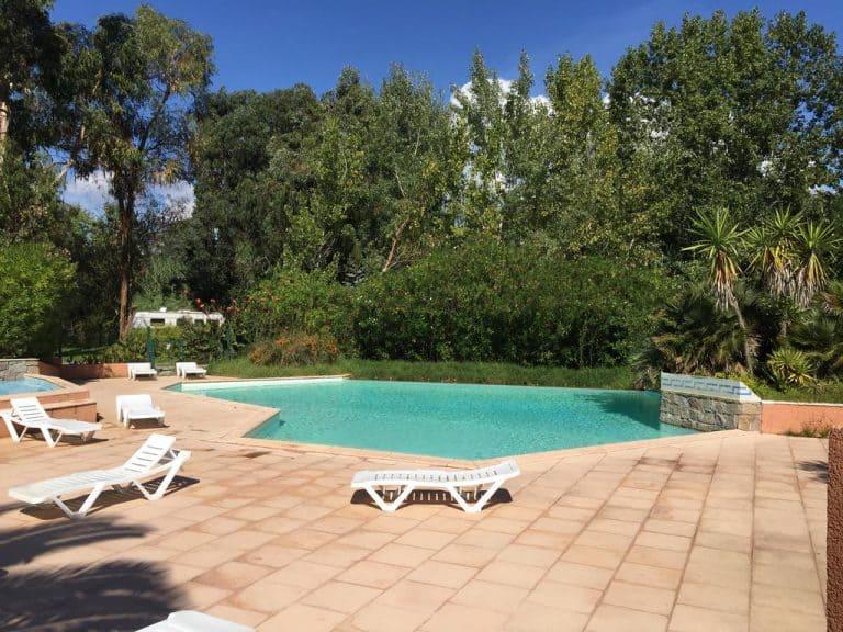 Camping Benista in Grosseto Prugna op Corsica zwembad 3 768x576