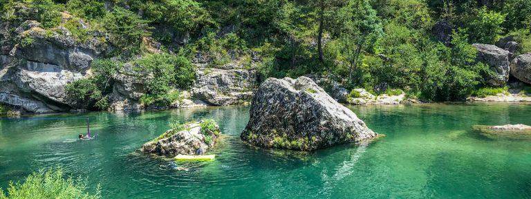 Camping Huttopia Gorges du Tarn rivier de Tarn 768x288