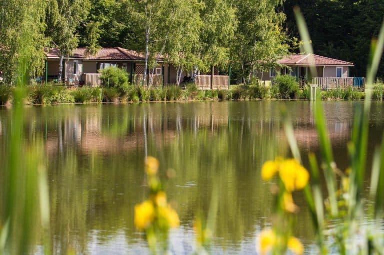 Camping Les Bois du Bardelet meer 768x511