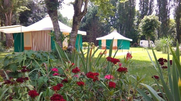 Camping D auberoche Dordogne bungalowtent huren 768x429