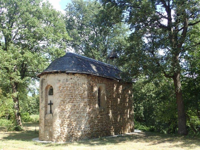 Camping Du Domaine De Senaud Drome kapel 768x576