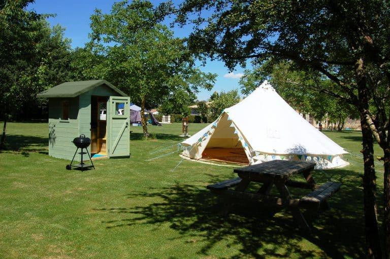 Camping La Forêt De Tessé Charente tent huren 768x511