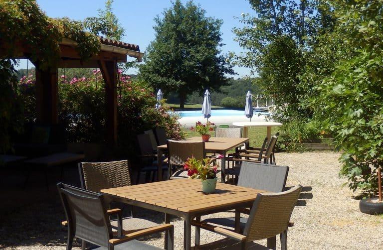Naturistencamping Le Coteau De L herm Dordogne terras 768x502