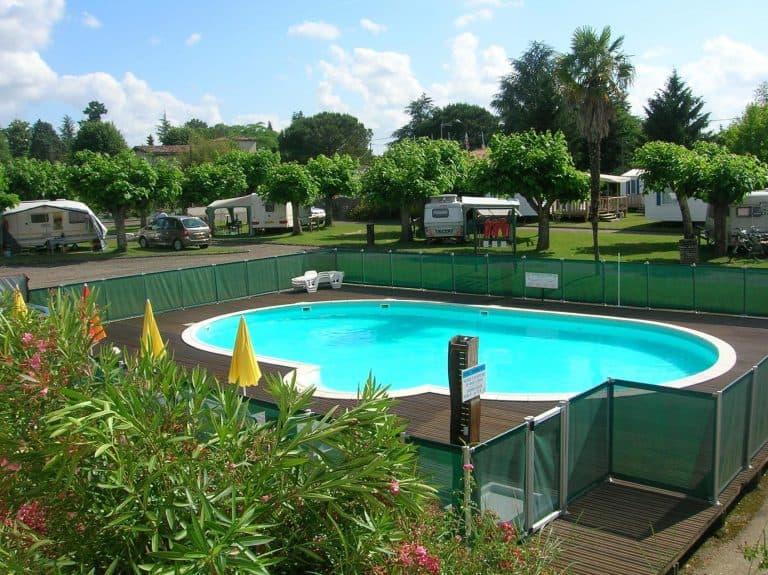 Camping De La Bastide Gironde zwembad 768x575