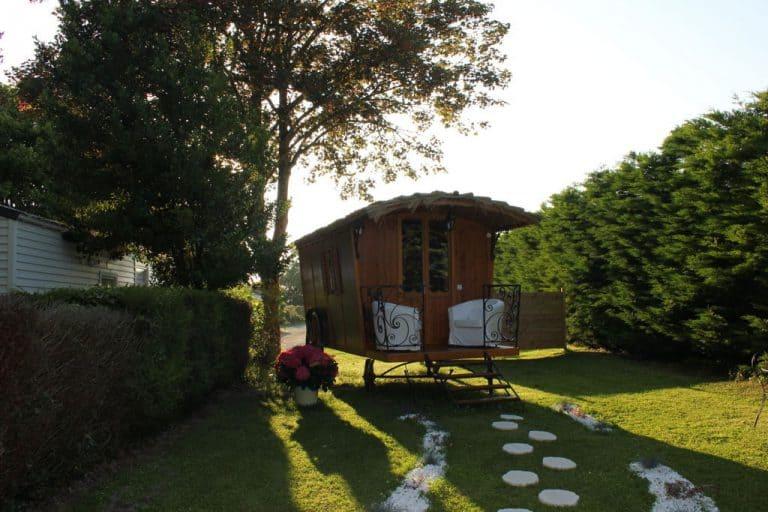 Camping Les Couesnons Pipowagen huren 768x512
