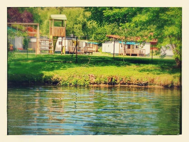 Camping De Civray aan rivier 768x576