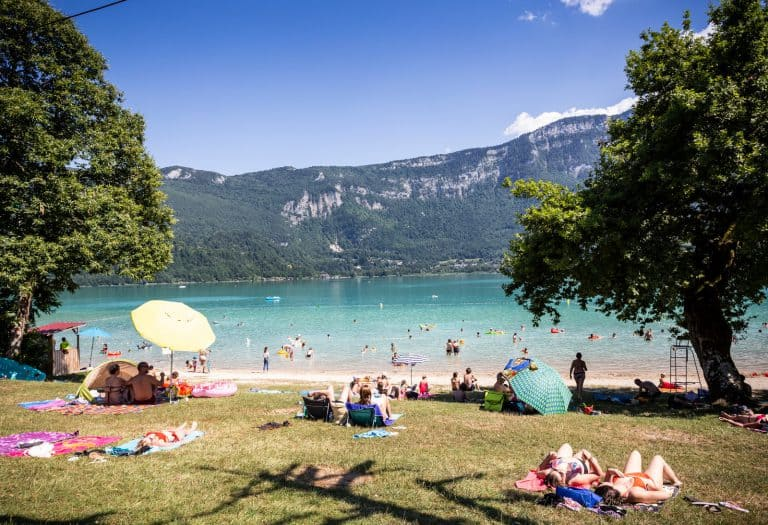 Camping Huttopia Lac d Aiguebelette aa een meer 768x525