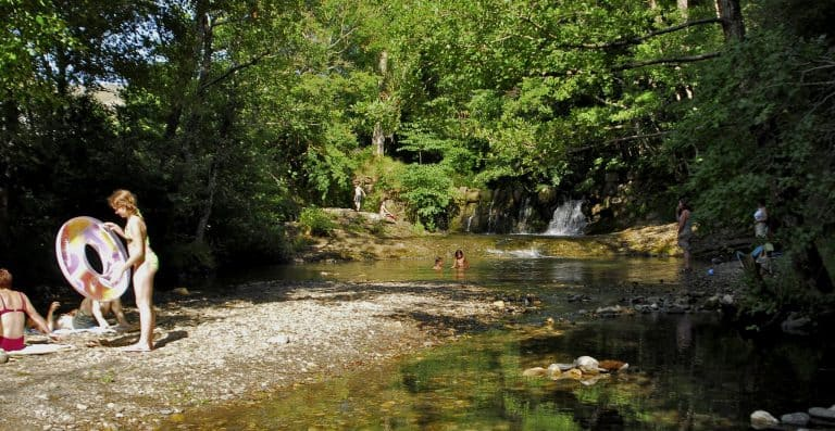Camping La Cascade riviertje 768x397