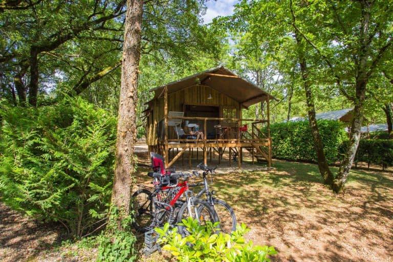 Camping Les Hirondelles chalets op palen 768x512
