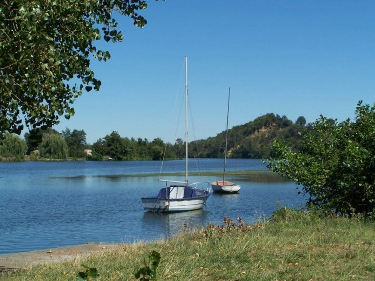 Camping municipal du Plan d Eau Rieux Volvestre aan de Garonne 768x576