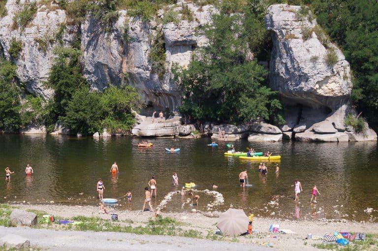 Camping Mazet Plage Ardeche aan rivier 768x510