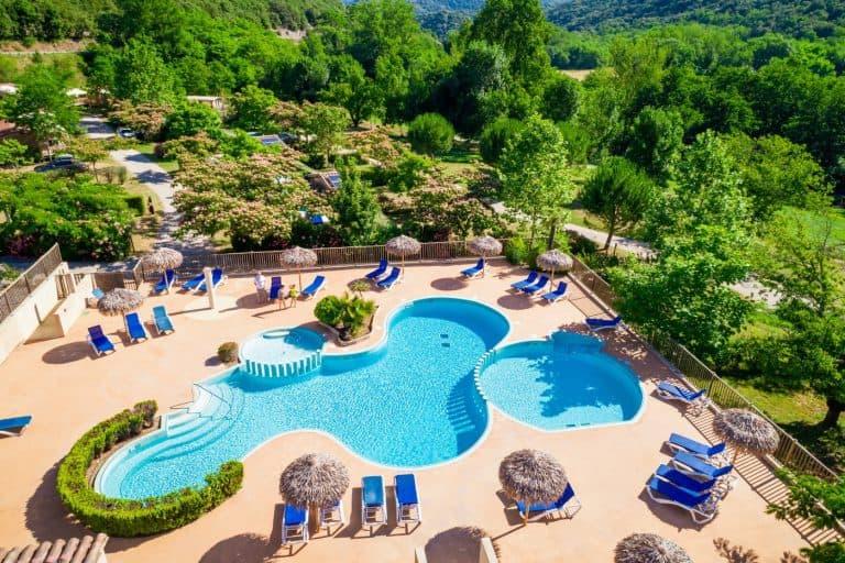 Camping Les Cerisiers du Jaur zwembad overzicht 768x512